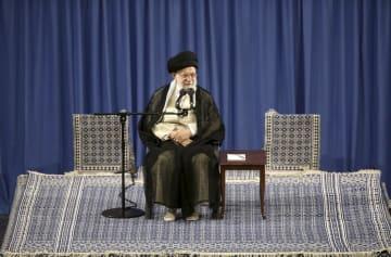 テヘランでの会合に出席するイランの最高指導者ハメネイ師。5月29日にイラン最高指導者事務所が公開(同事務所提供・AP=共同)