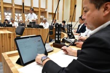 6月定例会からタブレット端末を導入した小林市議会