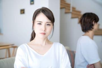 「浮気」への妻のリアクション次第でその後の夫婦仲再生が大きく変わります。ここでは「両親に報告」することがNGな理由をお伝えします。
