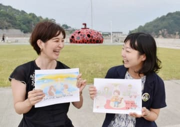 直島の魅力を伝える音楽動画を制作した福島さん(右)とまつざきさん。手にした絵は動画の一場面