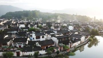 朝日に映える夏の皖南 安徽省黄山市