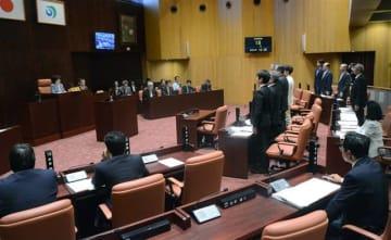 地上イージスの配備撤回を求める請願を採択した能代市議会=25日午前10時半ごろ、市議会議場