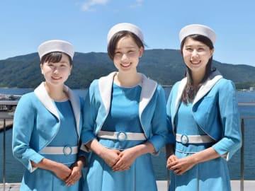 第40代クイーンまいづるに選ばれた(左から)西田さん、小村谷さん、田中さん=舞鶴市商工観光センター