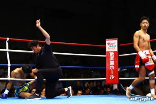 1R49秒でダウンを奪われた大田原(左)。立ち上がってくることはできなかった