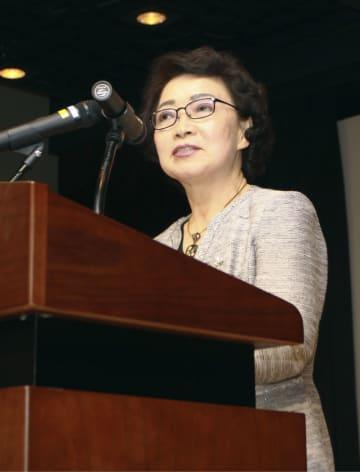 李秀賢さんと日韓交流を題材にした映画の上映会であいさつする母・辛潤賛さん=25日、ソウル(共同)