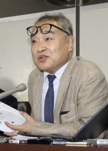 記者会見する元朝日新聞記者の植村隆氏=26日午後、東京・霞が関の司法記者クラブ