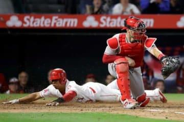 二塁からタッチアップに成功したエンゼルスのウィルフレッド・トーバー【写真:AP】