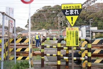 3月に高齢男性が電車にはねられて死亡した「山の根踏切」=逗子市逗子2丁目
