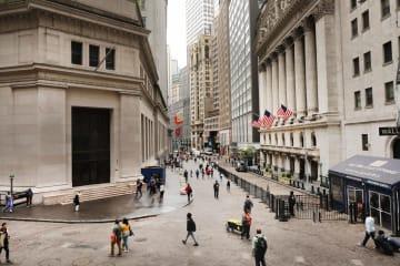 ニューヨークのウォール街(ゲッティ=共同)