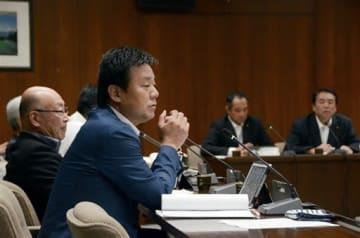 専門家の参考人招致を決めた熊本市議会の庁舎整備に関する特別委員会=同市役所議会棟 撮影者:高橋俊啓