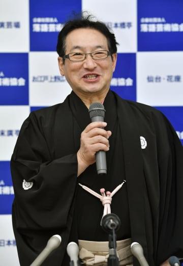 「落語芸術協会」の会長に選出され、記者会見する春風亭昇太さん=27日午前、東京都新宿区