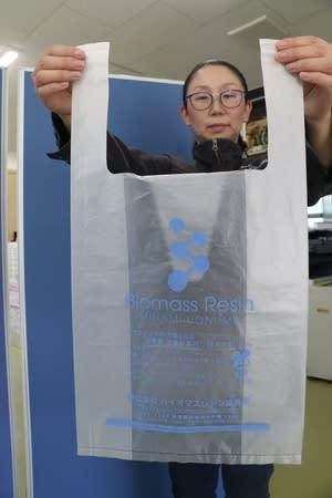 コメ由来のプラスチックを使ったごみ袋=南魚沼市のバイオマスレジン南魚沼