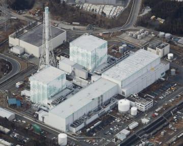 東京電力福島第1原発の(左から)5、6号機=2018年2月21日