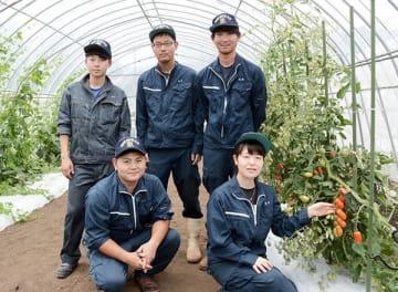 「農大マルシェ」に向けて質の高い農産物を作ろうと意気込む県立農業大学校の学生ら=合志市