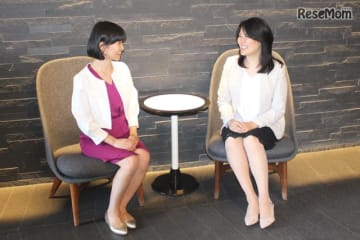 村松亜里さん、インタビューのようす