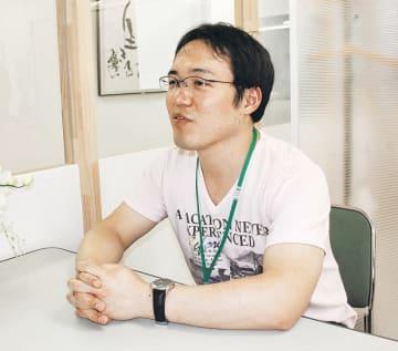 脳出血から学位取得までを振り返る及川さん=特定非営利活動法人「ほっぷの森」