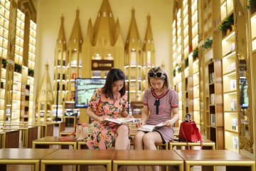 趣あるしつらえが目を引く24時間営業の書店 遼寧省大連市