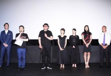 左から秋山真太郎、司会者、中田圭監督、森田涼花、真野未華、五ツ木愛果、山崎裕之プロデューサー