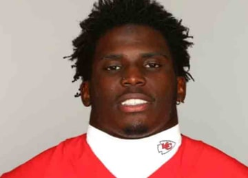 Chiefs WR Tyreek Hill investigated for domestic assault, child abuse