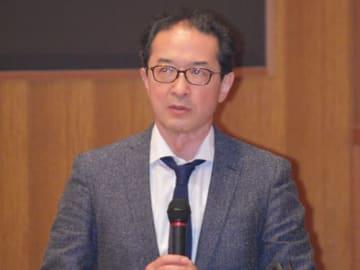 【講演する横田教授=紀宝町鵜殿で】