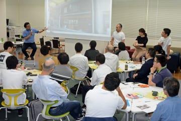 写真を拡大 地域に人を呼び込む取り組みについて話す参加者=徳島大常三島キャンパス