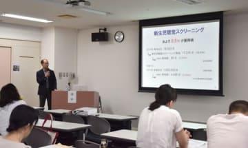 ろう学校教員らが片耳難聴への理解を深めた勉強会=29日、新潟市江南区
