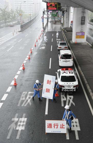 G20大阪サミットが終わり、交通規制が解除される阪神高速道路の法円坂入り口=30日午後、大阪市
