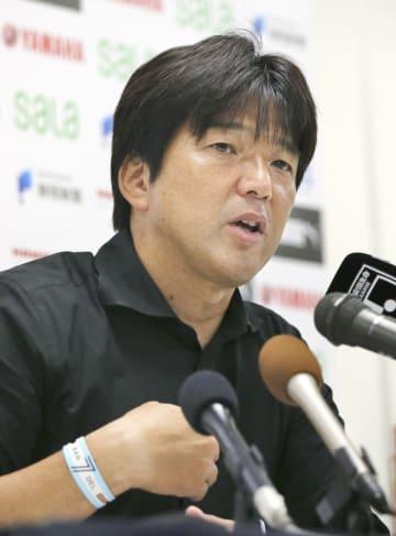 試合後、記者会見する磐田・名波監督=30日、ヤマハスタジアム