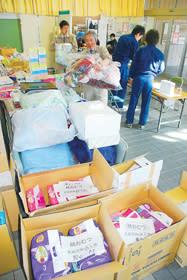 市から東日本大震災被災地に送る支援物資(23年3月22日撮影)