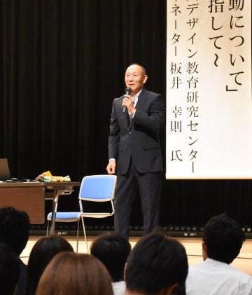 普段から災害の備え、避難の重要性を話す板井幸則さん=神埼市中央公民館