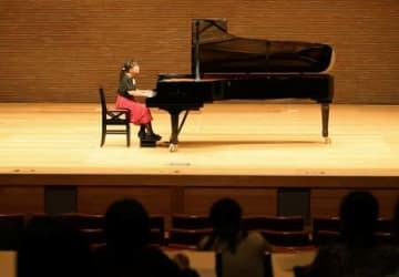 小学生らが参加し、課題曲に挑んだ県音楽コンクールの予選会=30日、新潟市中央区