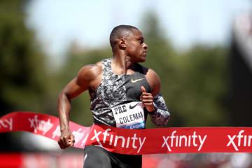 陸上のプレフォンテーン・クラシック男子100m、1位でゴールラインを通過するクリスチャン・コールマン=6月30日、米スタンフォード(ゲッティ=共同)