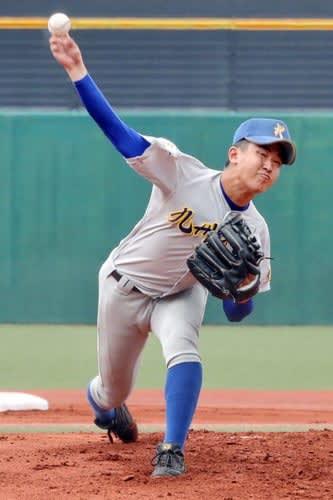 今大会屈指の好投手、九州文化学園の山科=長崎市、県営ビッグNスタジアム