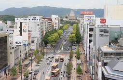 路線価が大幅に上昇したJR姫路駅北側の大手前通り周辺=姫路市駅前町から(撮影・小林良多)