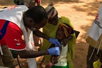 予防接種を受ける子ども ©MSF