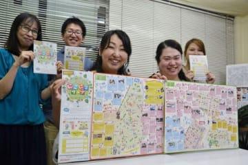 完成したマップを手にする「こどもネットワーク会議」のメンバー
