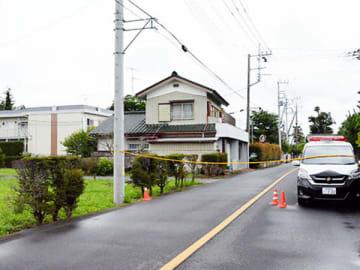 規制線が張られた事件現場付近=30日午後、久喜市菖蒲町三箇