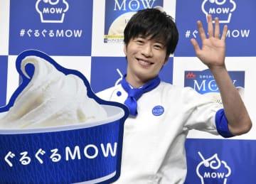 カップアイス「MOW」のPRイベントに登場した田中圭=2日、東京都内