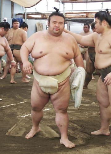 名古屋入り後初めて相撲を取った貴景勝=名古屋市の千賀ノ浦部屋宿舎