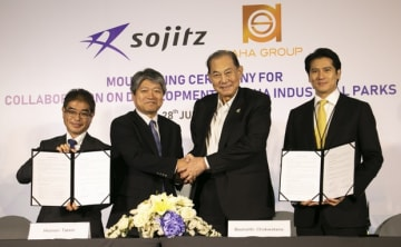 Japanese trader Sojitz Corp. Deputy COO Hironori Tateishi (2nd from L) and Saha Pathana Inter-Holding Public Co. Chairman Boonsithi Chokwatana shake hands at a signing ceremony in Bangkok on June 28, 2019 for an agreement on a sales agent license for