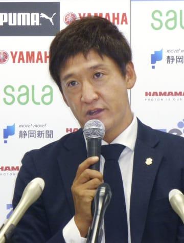 J1磐田の新監督に就任し、記者会見する鈴木秀人氏=2日、静岡県磐田市