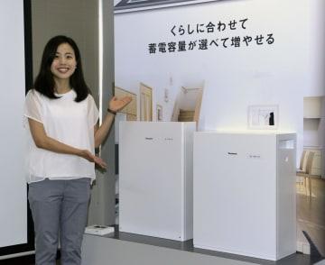 パナソニックが発表した家庭用蓄電池の新製品=2日、大阪市