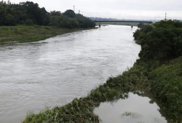 激しい雨で増水した宮崎県都城市の大淀川=2日午前