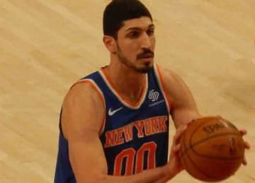 Description English: Enes Kanter #00 of the New York Knicks against the Portland Trail Blazers on March 6, 2018 at Moda Center in Portland, Oregon. Date 6 March 2018, 20:00:29 Source: Own work Author: Frenchieinportland (Wikipedia Commons)