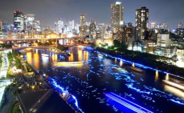 大川に天の川を再現する「平成OSAKA天の川伝説」。昨年は西日本豪雨で中止となったため、平成最後の開催となった2017年の様子