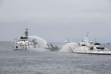 フィリピン・ダバオ沖で実施された消火訓練=3日(共同)