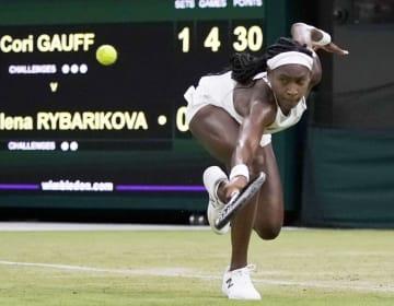 女子シングルス2回戦でマグダレナ・リバリコバを破り、3回戦進出を決めたコリ・ガウフ=ウィンブルドン(共同)