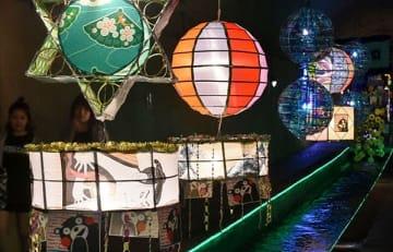 高森湧水トンネル内に展示された巨大な七夕飾り=高森町