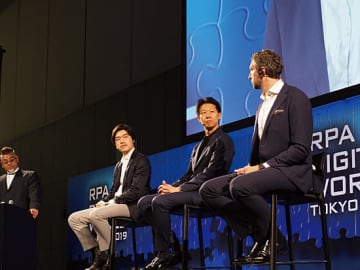 基調講演の様子。(左から)三菱UFJ銀行の西田良映・上席調査役、SMBCバリュークリエーションの山本慶・社長、Danske Bankのアンダース・バーク・モーラ Head of Robotics