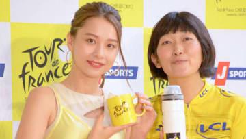 「ツール・ド・フランス」の公認カフェ「ツール・ド・フランス カフェ」のキックオフイベントに登場したNikiさん(左)と川村エミコさん